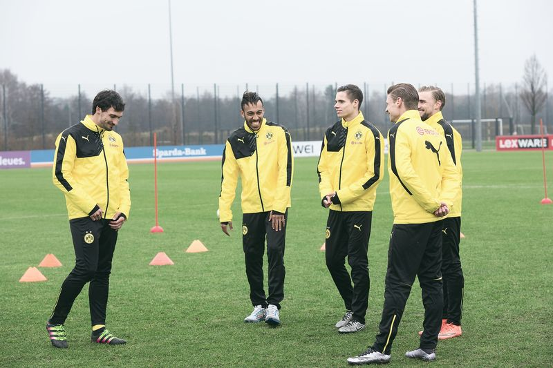 Sponsored Video: Trickshot-Battle beim BVB-Training?!